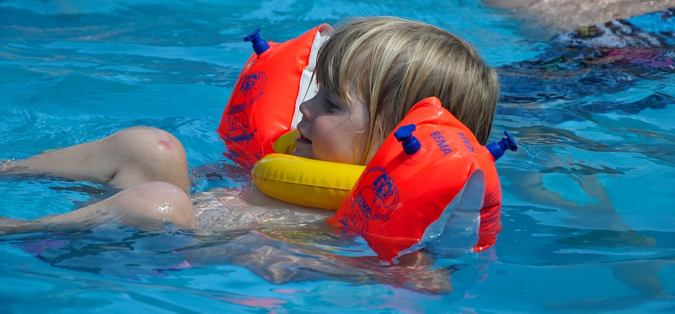 water-wings-529172_960_720 Woggles, Arm Bands or Swimfin? Which One Is Best?